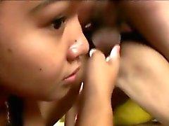 Filipinas Cuties follada en trío