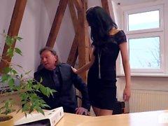 Bums Buero - Deutsche Sekretarin im Buro von ihrem Chef genagelt