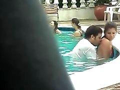 Sex in het zwembad .