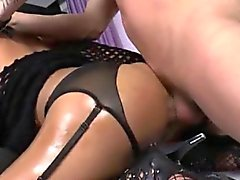 Sexy жарко Трансвеститы Kessy Bittencour трахают в рогового чуваком