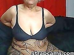La abuelita un poco con gafas de nos muestran cuerpo en pantalla
