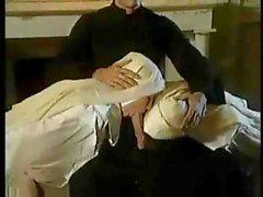 İki Rahibeler bir rahip ile Seks