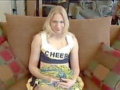 Blondes Cheer Leader bekommt anale zum ersten Mal gefickt