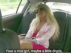 Los clientes culo jodida por conducir falsa al asiento trasero
