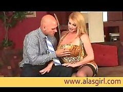 Taylor Wane gives skilful blowjob