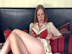 Donna che Alesato masturba la sua figa pelosa - Daddi