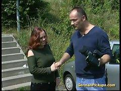 vacker kvinna Tysk plockas upp för könsbestämma tejpar