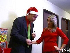 Generous blonde blows her boss for Xmas