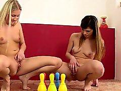 jeu de lesbienne en pee et se faire baiser