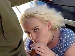 Blondien tyttö saa hänen pussy perseestä rajavartiasta agent