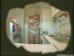Wife de BBW masturbates in kitchen (Hidden came )