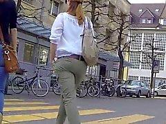 Aufrichtig - Sexy Esels Schätzchen In Tight Jeans