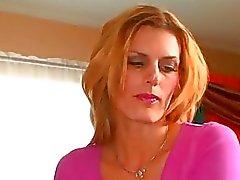 Kinky blondi hunaja kestää kaksi mustaa kukot samanaikaisesti