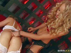 Kinky lesbians Aubrey Star and Staci Carr do it in a cage