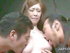 Dois caras córneos asiático de fricção wet pussy e de chapins sucção