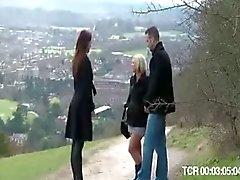 Brittiska blonda slampa blir körd efter att ha fallit från en cykel
