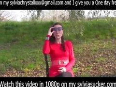 Erotische Smoking.Cutie Junge Milf EVE 120's Rauchen in Red Sylvia Chrystall.