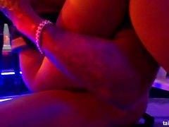 Glamour Pornostars ficken in einem Club auf Party