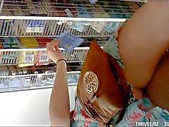 Upskirt Kul på Wal - Mart - sexig Redhead