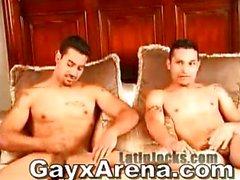 Латинской гомосексуалист пар Купание А Wanking