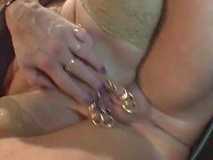 haevy pirced äiti ja iso luonnonvalkoinen Tits