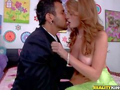 Teen redhead Faye Valentine gives it to limo driver