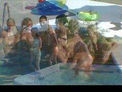 Coquine de Allie All Girl la piscine échangisme Partie