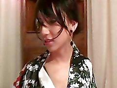 Mooie Tranny in Komono Likes Nice and Slow Act