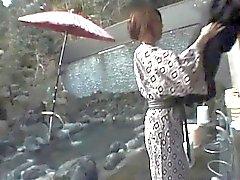 Tomoe Hinatsu cock sucks ve Pool siktir olup alıyor