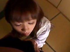 Verführerisch asiatischen Teen in weißen Höschen sinnlich erfreut eine co