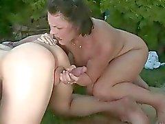 Granny in Pioggia dorata orale e scene azione estrema