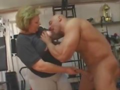 Mature woman gets fucked in the gym (fast motion)