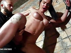 Nataly Gold - sotkea perseeseen