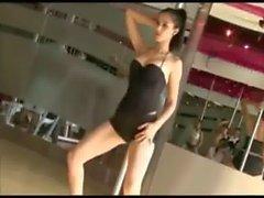 Maya m&uacute_a cột cực ph&ecirc_ - pole dance sexy