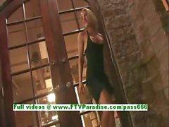 Anne angéliques chatte blonde de babe de doigtés et faire nu