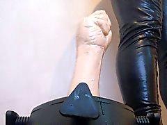kuminen nyrkein naimassa kovaa - käyttää uutta jalustan to ruin perseessä