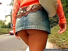 Bubbled assed girl goes home for a blasting