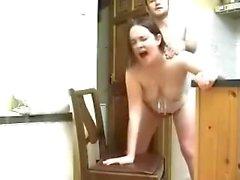 Sexy di bruna Accompagnatrici prende un carico di nella figa gli