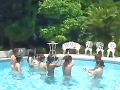 avmost - cuties japonesas en un poco de acción del gangbang por la piscina