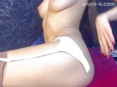 AmelieMay myfreecams camgirl spreads legs and squirt