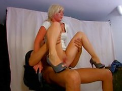 Stupid blonde floozie decided to impersonify Sharon Stone in Basic Instinct and was punished by couple of angry cops