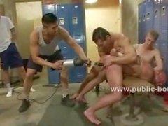 Гомосексуалисты курчавые заклепки используйте бурильной машины ебать напряженную задницу и жесткий петух