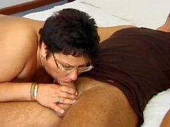 Deutsch Großmutter in glasses im Schlaf fucked