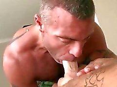 Il cazzo duro Il massaggio sulla Rubgay