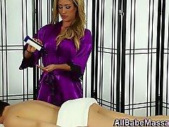 La masseuse Fétichiste des frotte les sexy babe