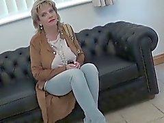 Прелюбодейного ик зрелая дама Sonia отобразит ей тяжелой кувшинах