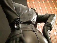 En Diva talar så tyst , lyssna och lyda slaven ! ! 1