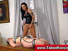 BDSM la servitude lezdom chienne besoin de quelques action lesbienne