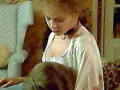Celeb Ornella Muti toont haar perfecte borsten