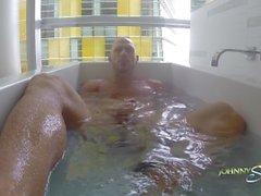 Johnny Sins Solo em banheira